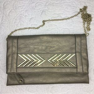 Imoshion Metallic Clutch w/ Chain Strap Geo Detail
